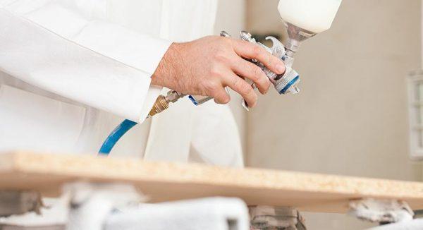 Aplicación de barnices y lacas